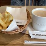 モスカフェ - ポテトフライにミルクティー