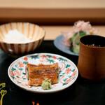 炭火割烹 いふき - 土鍋ご飯、 鰻、 香の物、 若芽と茗荷の赤出汁