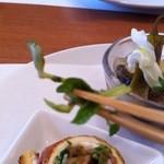 Ichimiichie - 中にある野菜は最初水菜かと思ったら豆苗でした