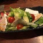 裏恵比寿 自然生村 - 自然生ざく切りとアボカドの彩りサラダ