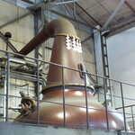 141169804 - ニッカ創業者の竹鶴氏は、広島の造り酒屋の生まれ。その精神が、まるで神棚のような「紙垂」につながっている