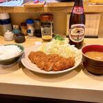 141172142 - ロースカツ定食¥1300