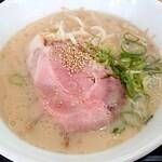 武内製麺 - 料理写真:白とんこつ(定番)/バリ硬