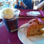 ポートテラスカフェ - コーヒーフロートとバナナナッツケーキ