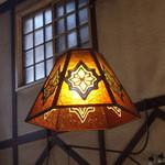 チロリン村 - モダンな照明