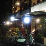 自然野菜と自然派ワインのお店 ばった屋 - 二番街の一本裏側。