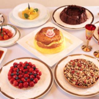 手作りデザートを記念日にはワゴンよりお選びいただけます。
