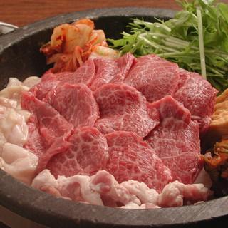 黒毛和牛、韓国風すき焼き。一人前1460円税込み