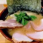 横浜ラーメン 北村家 - 料理写真:ラーメン(700円)+もも肉チャーシュー(250円)