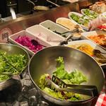 ナポリの食堂 アルバータ アルバータ - 野菜とパンはビュッフェ