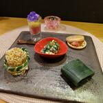 141198110 - セイコ蟹の口福膳(税込み10120円)の旬のおつまみ5種盛り