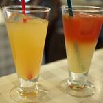 パスタ・エ・カフェ・シオサイ - 本日のジュース(レモネードとブラッドオレンジ)とふじりんごジュース