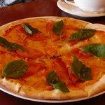 トゥ・ザ・ハーブズ - ピザ(新鮮なトマトとフレッシュバジル)