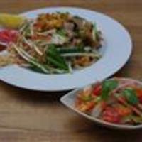 タイ料理 スワンナプームタイ - パッタイランチ♪♪♪ (タマリンドたっぷり♪豚と干し海老の焼きビーフン・サラダ・スープ) 980yen
