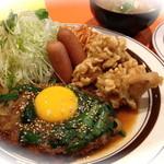 キッチンABC - 1番 オリエンタルハンバーグ、若鶏の唐揚げ、ソーセージソテー(ライス&スープ付き)¥880