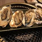 海船ぶた丸 - 広島産焼き牡蠣(1,000円)