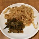 頭 - 卓上のモヤシと高菜