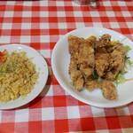 イナちゃん飯店 - 料理写真:チャーハンと唐揚げ