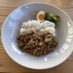 TABLE - 料理写真:豚バラ肉のルーローハン 900円