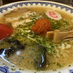 やまがた辛味噌らーめん りゅうぞう - 旨味のある味噌スープ。辛味噌を溶かして、2種類の味を楽しめました。