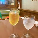 モン - シャンパン&ウオーター