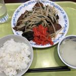 北京餃子 - ニラレバ炒め(450円)とライスセット(140円)