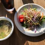 オーヤファンテーブル - 料理写真:テラスでいただきます。