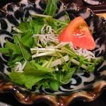 しうまい家 松富 - サラダはジャコ入りドレッシング少な目は好感