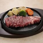 カフェ&レストラン えすと - 料理写真:サーロインステーキ。脂身と肉の旨味を味わいたい方にオススメ