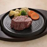 カフェ&レストラン えすと - 料理写真:フィレステーキ。あっさりとした赤身肉がお好みの方にオススメ。
