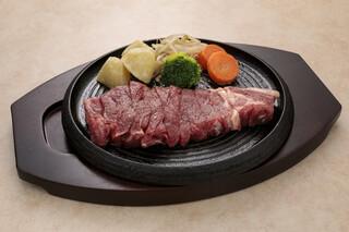 えすと - サーロインステーキ。脂身と肉の旨味を味わいたい方にオススメ