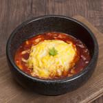 カフェ&レストラン えすと - 料理写真:ふわとろチーズオムライス トマトソース