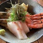地元産天然お魚とアジアごはん アイワナドゥ 岩戸 - はまち刺サイド
