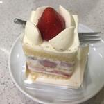 マールブランシュ カフェ - 苺のショートケーキ(税込 605円)評価=◎