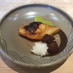 近江懐石 清元 - 焼物:銀鮭味噌幽庵焼 菊花蕪 栗渋皮煮揚げ