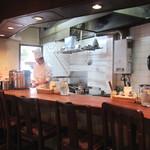 洋食の店 アラカルト - 和やかな風景。