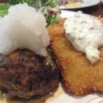 洋食の店 アラカルト - 何時もはハンバーグ+海老フライ(品切れのため白身魚、登場)