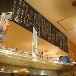 せいちゃん - なぜかone-pieceが飾られてる、カウンターの上に。店内は清潔感あるで。