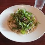 かくれん穂゛ - 大粒!牡蠣と赤水菜のペペロンチーノ1,400円(税別)