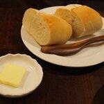 BISTRO KANZO - パンをチョイス!