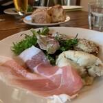 オステリア コマチーナ - ランチ 前菜盛り合わせ お魚マリネおいしい オリーブのパテも。
