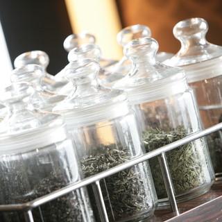 香り豊かな中国茶などドリンクも充実のラインナップ