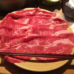 源氏総本店 - 一枚。しゃぶしゃぶの手本を見てからの肉