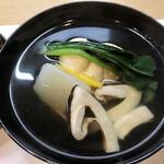 祇園ゆやま - 汁物は帆立の茶巾絞り松茸のお吸い物