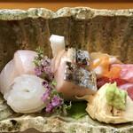 祇園ゆやま - お造りはヒラメ、鰆の炙り、中トロ、紋甲烏賊、湯葉