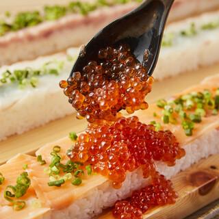 大人気★全長55cm!ロング海鮮ユッケ寿司(いくらこぼれ盛)