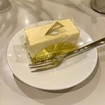 名曲・珈琲 新宿 らんぶる - ケーキセット ¥1,100- (税込) レアチーズケーキ/紅茶