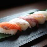 しゃぶしゃぶ 寿司食べ放題 露菴 - 握りたてのお寿司をテーブルまでお持ちします