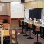 新立麺館 - カウンター席とテーブル席(12名様までの座敷も有ります)