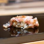 鮨 一 - 長崎県黒むつの炙り 生七味